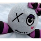 doudoudead-girl-le-seul-et-lunique-doudou-rock-gothique-tres-original-cree-par-les-petites-terreurs-doudoudead-girl-le-doudou-ro (1)